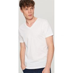 T-shirty męskie: Gładki t-shirt z dekoltem w serek – Biały