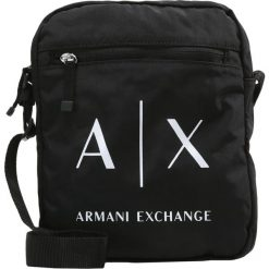 Armani Exchange Torba na ramię schwarz. Czarne torby na ramię męskie marki Armani Exchange, l, z materiału, z kapturem. W wyprzedaży za 151,20 zł.