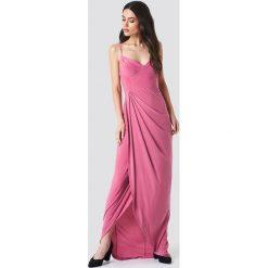 Trendyol Sukienka maxi z wycięciami - Pink. Szare długie sukienki marki Trendyol, na co dzień, z elastanu, casualowe, dopasowane. W wyprzedaży za 89,18 zł.
