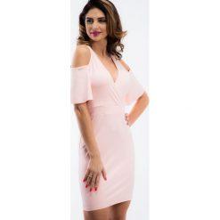 Różowa sukienka z odkrytymi ramionami TA6126. Niebieskie sukienki marki Reserved, z odkrytymi ramionami. Za 63,20 zł.