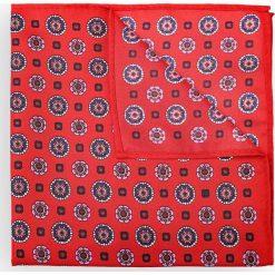 Poszetka Czerwona Wzór Geometryczny. Czerwone poszetki męskie LANCERTO, w geometryczne wzory, klasyczne. Za 79,90 zł.
