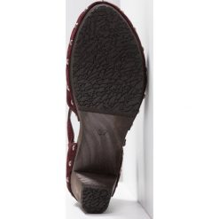 Softclox VALENTINA Czółenka na platformie wine. Czarne buty ślubne damskie marki L'INTERVALLE, z materiału. Za 669,00 zł.
