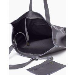 20910c3065889 ... Skórzana torba worek Gratanowa MARCELA. Niebieskie torebki klasyczne damskie  marki Vera Pelle