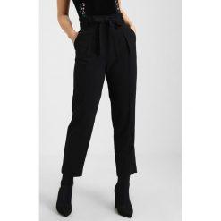 Chinosy damskie: Miss Selfridge Petite CIGARETTE Spodnie materiałowe black