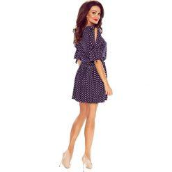 Madra zwiewna sukienka granat w grochy. Niebieskie sukienki Bergamo, w grochy, z elastanu. Za 209,99 zł.