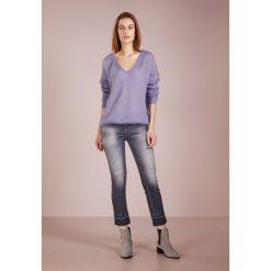 CLOSED Sweter cornflower. Fioletowe swetry klasyczne damskie CLOSED, xl, z materiału. Za 749,00 zł.