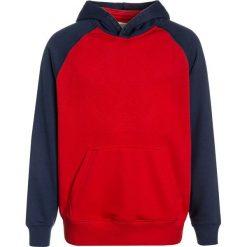 Bejsbolówki męskie: Converse EMBOSSED RAGLAN  Bluza z kapturem red