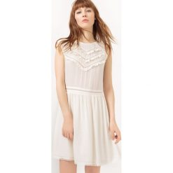 Sukienki hiszpanki: Sukienka z krótkim rękawem, haftem i rozcięciem na plecach