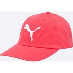 Puma - Czapka. Czerwone czapki z daszkiem damskie Puma, z bawełny. W wyprzedaży za 49,90 zł.