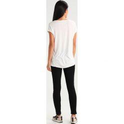 T-shirty damskie: Tigha FOLLOW YOUR DREAMS Tshirt z nadrukiem off white