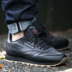 """Buty Reebok Classic Leather """"Black/Gum"""" (49800). Szare halówki męskie marki Reebok, l, z dzianiny, z okrągłym kołnierzem. Za 259,99 zł."""
