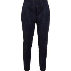 Polo Ralph Lauren Spodnie treningowe aviator navy. Niebieskie spodnie sportowe damskie Polo Ralph Lauren, z bawełny. W wyprzedaży za 503,40 zł.