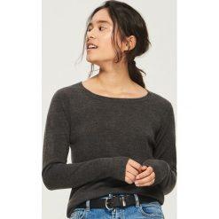 Sweter basic - Szary. Szare swetry klasyczne damskie marki Sinsay, l. Za 39,99 zł.