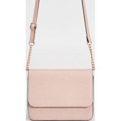 Torebki klasyczne damskie: Mała torebka z elementami łańcuszka – Różowy