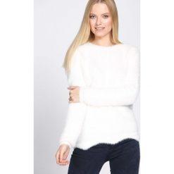 Swetry klasyczne damskie: Biały Sweter Indulging