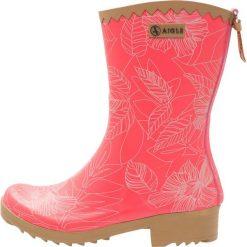 Aigle VICTORINE BOTTILION PRINT Kalosze rasberry. Czerwone buty zimowe damskie Aigle, z materiału. Za 249,00 zł.