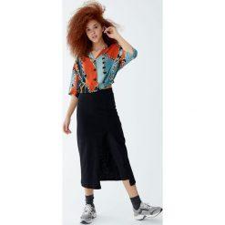 Długa spódnica z legginsami. Czarne długie spódnice Pull&Bear. Za 99,90 zł.