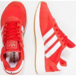 Adidas Originals I5923 Tenisówki i Trampki red/footwear white. Czerwone tenisówki damskie marki adidas Originals, z materiału. W wyprzedaży za 356,85 zł.
