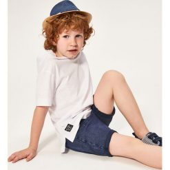 Krótkie spodenki dresowe - Granatowy. Niebieskie dresy chłopięce Reserved, z dresówki. W wyprzedaży za 29,99 zł.