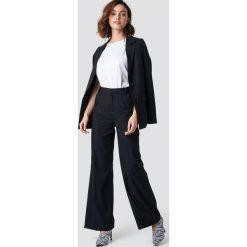 Spodnie damskie: NA-KD Trend Rozszerzane spodnie garniturowe - Black