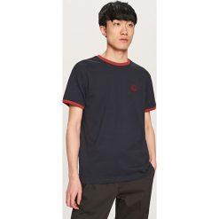 T-shirty męskie: T-shirt z aplikacją – Granatowy