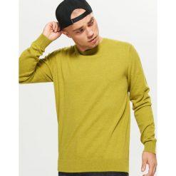 Gładki sweter BASIC - Zielony. Zielone swetry klasyczne męskie marki Cropp, l. Za 69,99 zł.