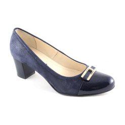 Buty ślubne damskie: Skórzane czółenka w kolorze granatowym