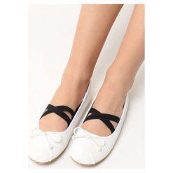 Białe Balerinki Ostin. Białe baleriny damskie z kokardą marki Born2be, w kratkę, ze skóry, na płaskiej podeszwie. Za 59,99 zł.