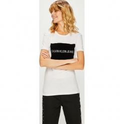 Calvin Klein Jeans - Top. Szare topy damskie marki Calvin Klein Jeans, l, z nadrukiem, z bawełny, z okrągłym kołnierzem. Za 229,90 zł.