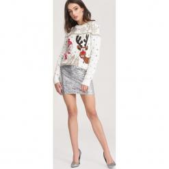 Kremowy Sweter Rightly. Białe swetry klasyczne damskie marki other, l, z dresówki, z okrągłym kołnierzem. Za 89,99 zł.
