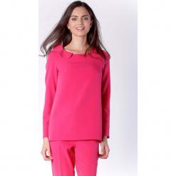 Stylowa Różowa Bluzka Wizytowa z Falbanką przy Dekolcie. Czerwone bluzki longsleeves Molly.pl, l, w kwiaty, biznesowe, z dekoltem na plecach. W wyprzedaży za 130,11 zł.