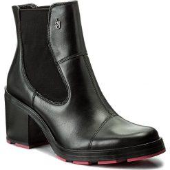 Botki ARMANI JEANS - 925278 7A638 00020 Nero. Czarne botki damskie skórzane marki Armani Jeans. W wyprzedaży za 619,00 zł.
