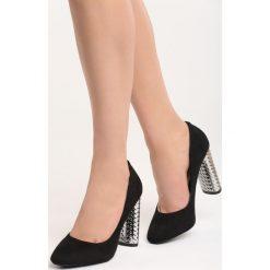 Czarne Czółenka Brave New World. Czarne buty ślubne damskie marki Born2be, na wysokim obcasie, na słupku. Za 69,99 zł.
