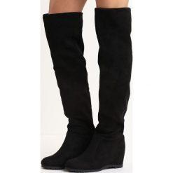 Czarne Kozaki Respond. Czarne buty zimowe damskie marki Born2be, z materiału, z okrągłym noskiem, na koturnie. Za 84,99 zł.