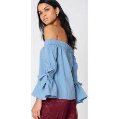 NA-KD Sukienka z odkrytymi ramionami - Blue. Niebieskie sukienki na komunię marki Reserved, z odkrytymi ramionami. W wyprzedaży za 85,37 zł.