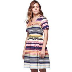 Sukienki hiszpanki: Rozkloszowana sukienka w kolorowe paski