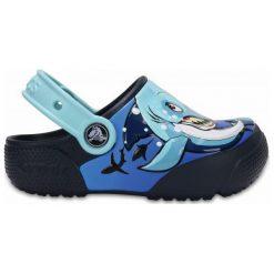 Crocs Buty Funlab Shark/Navy. Niebieskie buciki niemowlęce chłopięce marki Crocs. W wyprzedaży za 119,00 zł.