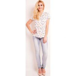 Koszulowa Bluzka w Parasolki Kolorowe z Krótkim Rękawem. Białe bluzki koszulowe marki Molly.pl, l, w kolorowe wzory, eleganckie, z krótkim rękawem. Za 99,90 zł.