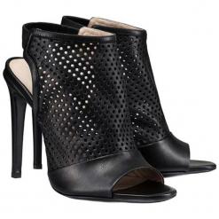 Skórzane sandały w kolorze czarnym. Czarne sandały damskie marki BOHOBOCO, ze skóry, na obcasie. W wyprzedaży za 1049,95 zł.