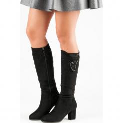 ZAMSZOWE KOZAKI NA OBCASIE. Czarne buty zimowe damskie Merg, z zamszu, na obcasie. Za 102,90 zł.