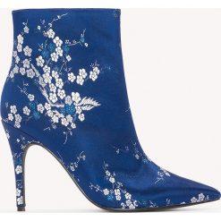 Botki damskie lity: NA-KD Shoes Satynowe botki w żakardowe kwiaty - Blue