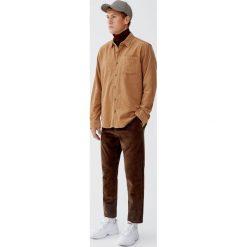 Sztruksowa koszula basic. Czerwone koszule męskie marki Pull&Bear, m. Za 89,90 zł.