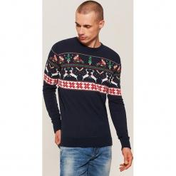 Sweter ze świątecznym motywem - Granatowy. Niebieskie swetry klasyczne męskie marki Cropp, l. Za 99,99 zł.