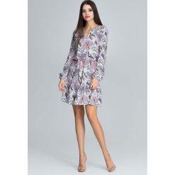 Zwiewna Wzorzysta Sukienka z Bufiastym Rękawem z Paskiem - Wzór 79. Szare sukienki na komunię marki Molly.pl, do pracy, l, z tkaniny, biznesowe, dekolt w kształcie v, z długim rękawem, rozkloszowane. Za 149,90 zł.