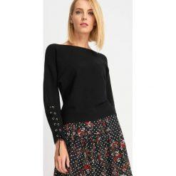Swetry klasyczne damskie: Sweter ze sznurowanymi rękawami