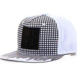 Czapka męska snapback biała (hx0226). Białe czapki z daszkiem męskie marki Dstreet, z aplikacjami, eleganckie. Za 69,99 zł.
