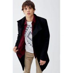 Czarny płaszcz z wełnianego flauszu. Czarne płaszcze na zamek męskie marki Pull&Bear, m, z wełny. Za 299,00 zł.