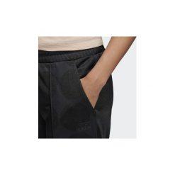 Spodnie treningowe adidas  Spodnie dresowe Fashion League. Czarne spodnie sportowe damskie marki Adidas, m, z dresówki. Za 134,50 zł.
