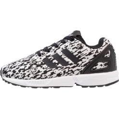 Adidas Originals ZX FLUX  Tenisówki i Trampki core black/footwear white. Czarne trampki chłopięce marki adidas Originals, z materiału. W wyprzedaży za 186,75 zł.
