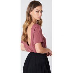 NA-KD Basic T-shirt z odkrytymi plecami - Pink. Różowe t-shirty damskie marki NA-KD Basic, z bawełny. Za 52,95 zł.
